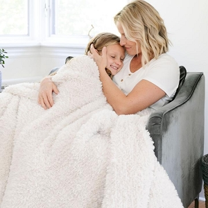 Saranoni White Sand Knit Faux Fur Throw